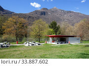 Public Rest area with WC on the highway near the town of Moleno on a sunny spring day. View of the Alps. Moleno, district of Bellinzona in the canton of Ticino, Switzerland. (2018 год). Стоковое фото, фотограф Bala-Kate / Фотобанк Лори