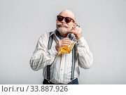 Elderly man hugs the bottle of good alcohol. Стоковое фото, фотограф Tryapitsyn Sergiy / Фотобанк Лори