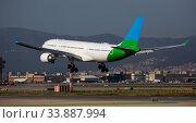 Купить «Passenger airplane landing in El Prat Airport», фото № 33887994, снято 26 января 2020 г. (c) Яков Филимонов / Фотобанк Лори