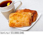 Купить «Napolitana with cup of tea», фото № 33888046, снято 15 июля 2020 г. (c) Яков Филимонов / Фотобанк Лори