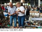 Mature family study range of flea market. Стоковое фото, фотограф Яков Филимонов / Фотобанк Лори