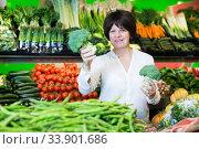 Middle aged woman choosing vegetables. Стоковое фото, фотограф Яков Филимонов / Фотобанк Лори