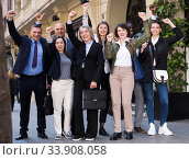 Enthusiastic business people on street. Стоковое фото, фотограф Яков Филимонов / Фотобанк Лори