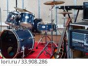 Купить «Backline equipment in empty recording studio», фото № 33908286, снято 26 октября 2018 г. (c) Яков Филимонов / Фотобанк Лори