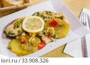 Refreshing salmon with vegetable garnish. Стоковое фото, фотограф Яков Филимонов / Фотобанк Лори