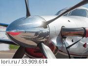 Одномоторный турбореактивный самолёт бизнес авиации Pilatus PC-12/47E бортовой номер RA-07870 на Международном авиасалоне МАКС-2019 в Жуковском, Россия, вид на кок винта спереди. Редакционное фото, фотограф Малышев Андрей / Фотобанк Лори