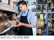 Купить «Male is choosing small details in boxes», фото № 33918966, снято 26 июля 2017 г. (c) Яков Филимонов / Фотобанк Лори