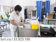 Italy, Pavia, San Matteo hospital, plasma donation center. Редакционное фото, фотограф Yoko Aziz / age Fotostock / Фотобанк Лори