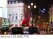 Купить «LONDON - NOVEMBER 17, 2016: Routemaster diesel-electric hybrid double deck bus and cabs in the night city», фото № 33928774, снято 17 ноября 2016 г. (c) Nataliia Zhekova / Фотобанк Лори