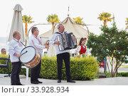 Купить «People in traditional folk Bulgarian costumes», фото № 33928934, снято 6 июля 2018 г. (c) Nataliia Zhekova / Фотобанк Лори