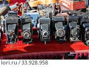 Купить «Vintage cameras and other goods on the street flea market», фото № 33928958, снято 3 апреля 2018 г. (c) Nataliia Zhekova / Фотобанк Лори