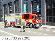 London, United Kingdom - August 25, 2017: Emergency services Firefighters from the London Fire Brigade respond to an emergency in the street. Редакционное фото, фотограф Nataliia Zhekova / Фотобанк Лори