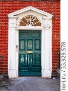 A green door in Dublin, Ireland. Arched Georgian door house front (2019 год). Стоковое фото, фотограф Nataliia Zhekova / Фотобанк Лори