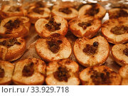 Купить «Baked halves of apples with honey, cinnamon and raisins», фото № 33929718, снято 23 ноября 2017 г. (c) Nataliia Zhekova / Фотобанк Лори