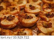 Купить «Baked halves of apples with honey, cinnamon and raisins», фото № 33929722, снято 23 ноября 2017 г. (c) Nataliia Zhekova / Фотобанк Лори