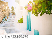 Girl in white dresses having fun outdoors on Mykonos streets. Стоковое фото, фотограф Дмитрий Травников / Фотобанк Лори