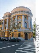 Купить «Колонны и балконы МПГУ», эксклюзивное фото № 33930678, снято 26 сентября 2014 г. (c) Наталья Федорова / Фотобанк Лори