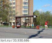 Купить «Автобусная остановка «Детская поликлиника». Байкальская улица. Район Гольяново. Город Москва», эксклюзивное фото № 33930686, снято 7 мая 2020 г. (c) lana1501 / Фотобанк Лори