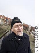 Senior man in Sloten, Friesland, Netherlands. Стоковое фото, фотограф Egerland Productions / age Fotostock / Фотобанк Лори