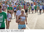 OMSK, RUSSIA - AUGUST 12: Marathon runners in action at the Siberian International Marathon on August 12, 2012 in Omsk. Стоковое фото, фотограф Александр Карпенко / Фотобанк Лори