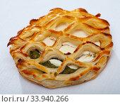 Купить «One puff with spinach and goat cheese», фото № 33940266, снято 15 июля 2020 г. (c) Яков Филимонов / Фотобанк Лори