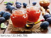 Купить «Fresh plum jam», фото № 33940786, снято 21 октября 2019 г. (c) Надежда Мишкова / Фотобанк Лори