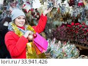 Young female near counter with xmas gifts on street market. Стоковое фото, фотограф Яков Филимонов / Фотобанк Лори