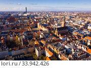 Купить «View from drone of Wroclaw with Market Square», фото № 33942426, снято 14 марта 2020 г. (c) Яков Филимонов / Фотобанк Лори