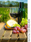Red wine, cheese and grapes on wooden table. Стоковое фото, фотограф Яков Филимонов / Фотобанк Лори