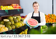 Woman offering watermelon and other fresh fruits on the market. Стоковое фото, фотограф Яков Филимонов / Фотобанк Лори