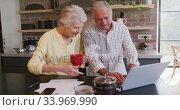 Купить «Senior Caucasian couple happily working together on a laptop at home», видеоролик № 33969990, снято 19 февраля 2020 г. (c) Wavebreak Media / Фотобанк Лори