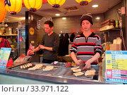 Купить «Street Food, Tong Hua Night Market, Taipei», фото № 33971122, снято 22 декабря 2019 г. (c) age Fotostock / Фотобанк Лори