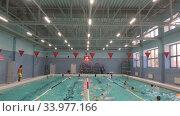 Купить «Детский плавательный бассейн на четыре дорожки, занятия по плаванию», видеоролик № 33977166, снято 19 мая 2020 г. (c) Кекяляйнен Андрей / Фотобанк Лори