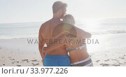 Caucasian couple enjoying time at the beach. Стоковое видео, агентство Wavebreak Media / Фотобанк Лори