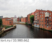 Leeds, west yorkshire, united kingdom - 4 july 2019: riverside view of the calls landing area of leeds with waterfront apartments and buildings reflected in the river aire. Стоковое фото, фотограф Zoonar.com/PHILIP_OPENSHAW / easy Fotostock / Фотобанк Лори