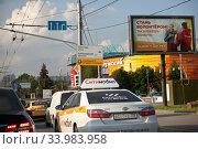 """Желтое такси """"Ситимобил"""" на улицах Москвы. Редакционное фото, фотограф Victoria Demidova / Фотобанк Лори"""