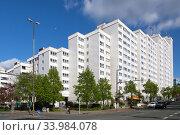 Germany, Bremen - High-rise housing estate in Bremen-North. Редакционное фото, агентство Caro Photoagency / Фотобанк Лори