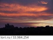 Torre Alfina, Italy, sunset over the Castello Torre Alfina (2017 год). Редакционное фото, агентство Caro Photoagency / Фотобанк Лори