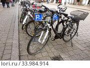 Speyer, Germany, bicycle parking (2020 год). Редакционное фото, агентство Caro Photoagency / Фотобанк Лори
