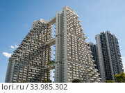 Singapore, Republic of Singapore, Sky Habitat residential tower in Bishan by Moshe Safdie. Редакционное фото, агентство Caro Photoagency / Фотобанк Лори