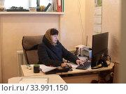 Купить «Директор Балашихинской картинной галереи в рабочем кабинете», эксклюзивное фото № 33991150, снято 21 мая 2020 г. (c) Дмитрий Неумоин / Фотобанк Лори
