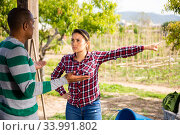 Farm owner dissatisfied with hired worker. Стоковое фото, фотограф Яков Филимонов / Фотобанк Лори