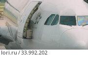 Купить «Widebody airplane before departure», видеоролик № 33992202, снято 14 ноября 2018 г. (c) Игорь Жоров / Фотобанк Лори