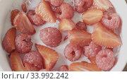Купить «Video above ceramic bowl with ripe berries and fruits is filling», видеоролик № 33992242, снято 9 июля 2020 г. (c) Ярослав Данильченко / Фотобанк Лори
