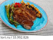 Image of beef entrecote with mushroom and asparagus. Стоковое фото, фотограф Яков Филимонов / Фотобанк Лори