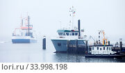 Купить «Schiffe am Hafen im Nebel, Insel Juist, Ostfriesland, Niedersachsen, Deutschland, Europa», фото № 33998198, снято 6 августа 2020 г. (c) age Fotostock / Фотобанк Лори