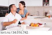 Happy couple drinking tea. Стоковое фото, фотограф Яков Филимонов / Фотобанк Лори