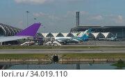 Купить «Airplanes in Suvarnabhumi airport», видеоролик № 34019110, снято 14 ноября 2018 г. (c) Игорь Жоров / Фотобанк Лори