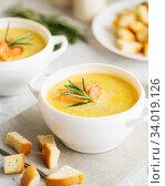 Купить «Fish cream soup with Salmon, cheese, Potatoes and herbs», фото № 34019126, снято 4 марта 2019 г. (c) Nataliia Zhekova / Фотобанк Лори