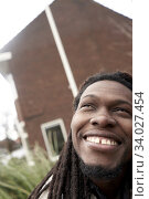 Happy man feeling sudden inspiration. Leeuwarden, Friesland, Netherlands, Europe. Стоковое фото, фотограф Egerland Productions / age Fotostock / Фотобанк Лори